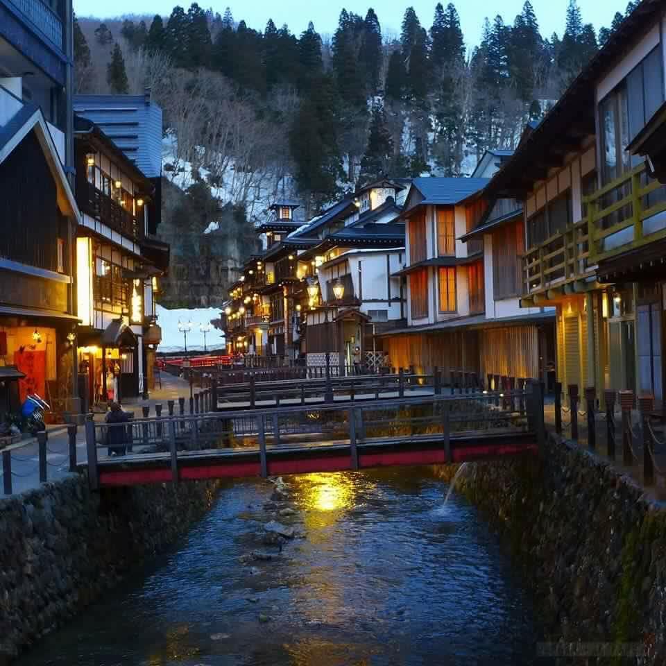 Dikatakan Ginzan Onsen kelihatan lebih cantik apabila musim sejuk dan pada waktu malam. (FB Marhamah Sapandi)