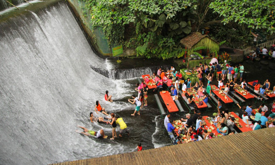 restoran air terjun