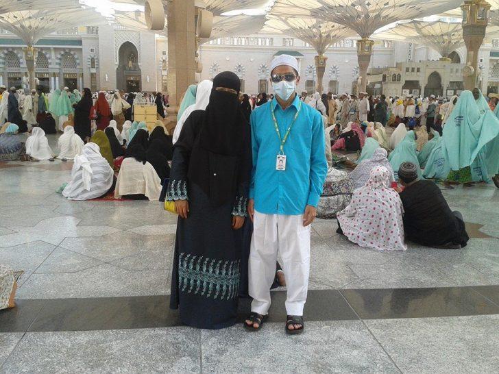 Di hadapan Masjid Nabawi bersama abang saya