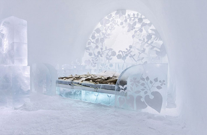 Ice-Hotel-Seats