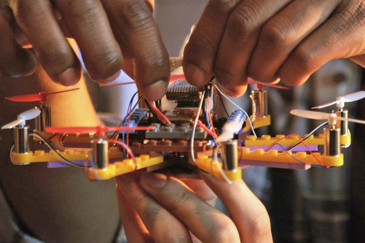 flybrix-drone-lego-03-1200×800