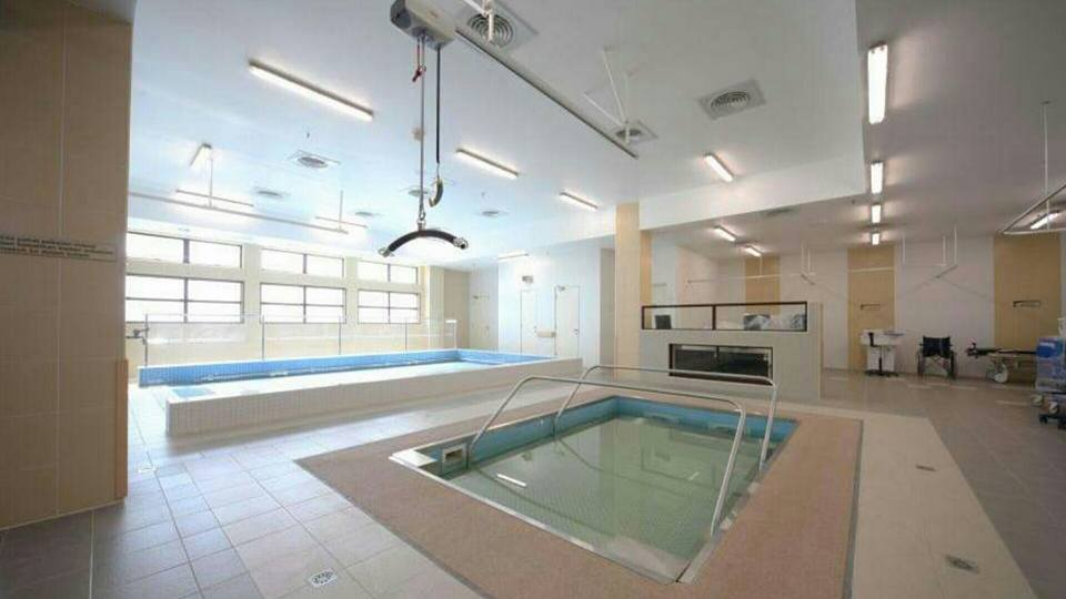 Kolam Renang Hidroterapi