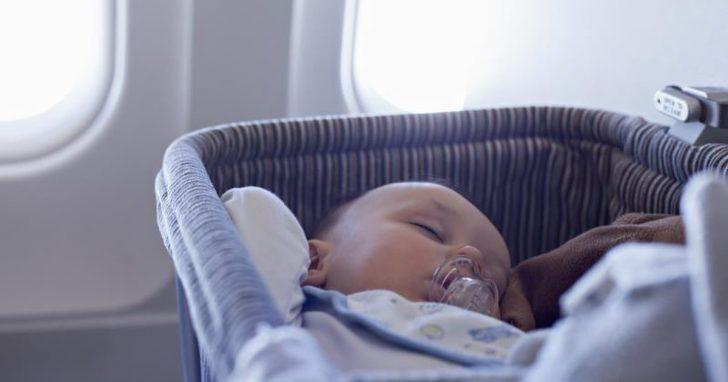 baby-sleep-on-flight