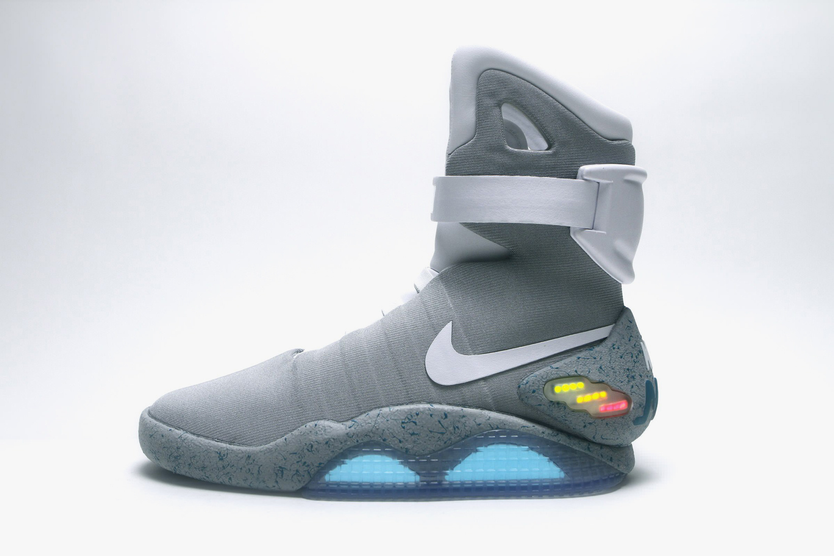 nike-mag-auction-01
