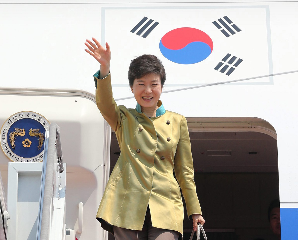 Image: Park embarks on U.S. trip for summit with Obama
