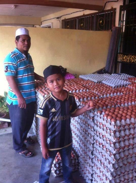 Tuan Kasih Anuar jual 4,500,000 butir telur ayam sebulan.