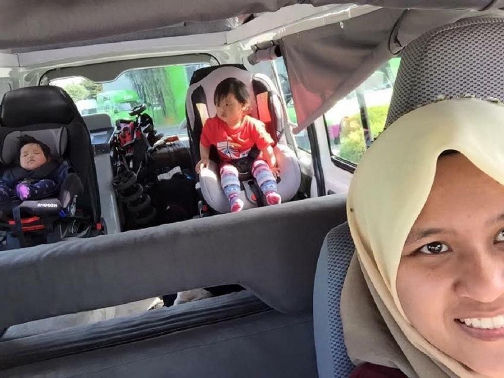 cara-latih-anak-guna-car-seat-3