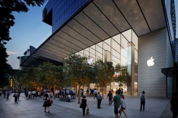 apple_singapore_orchard_road_120_foot_glass_exterior