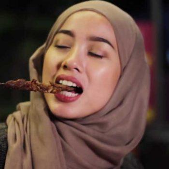 bella-makan-sate-kambing-salam-noodles-best