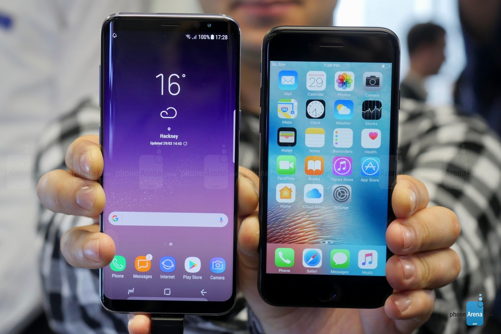 samsung-galaxy-s8-vs-apple-iphone-7-comparison—11