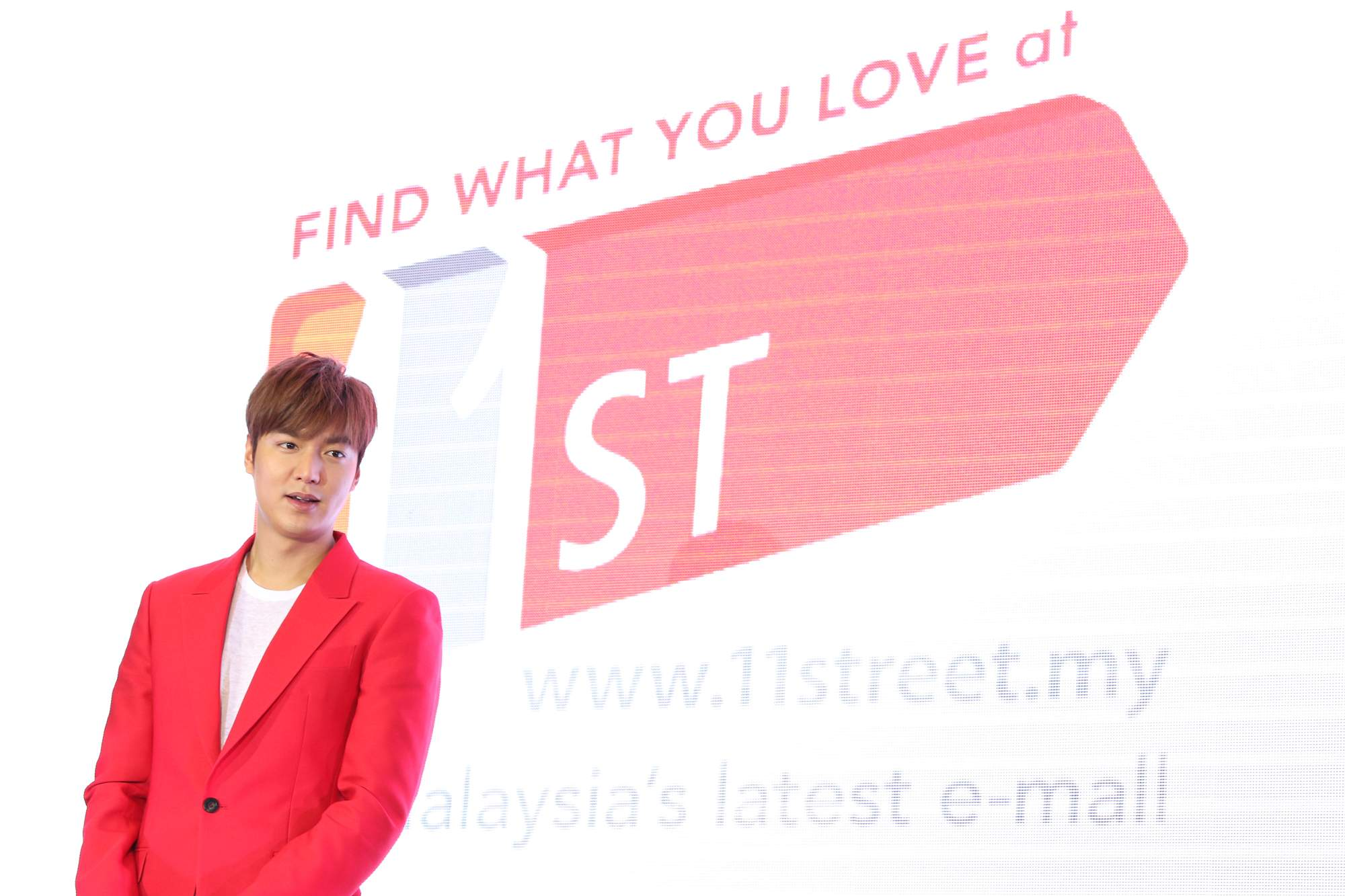 Lee-Min-Ho-made-an-appearance-at-the-11street-grand-launch-in-NU-Sentral