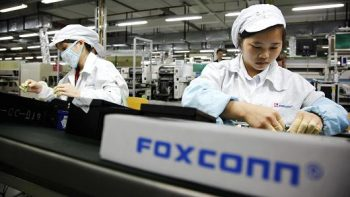 100642777-foxconn-worker-assembly-line-gettyp.530×298