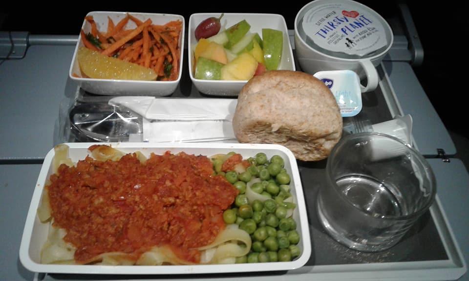 cara-minta-makanan-halal-di-dalam-pesawat-5