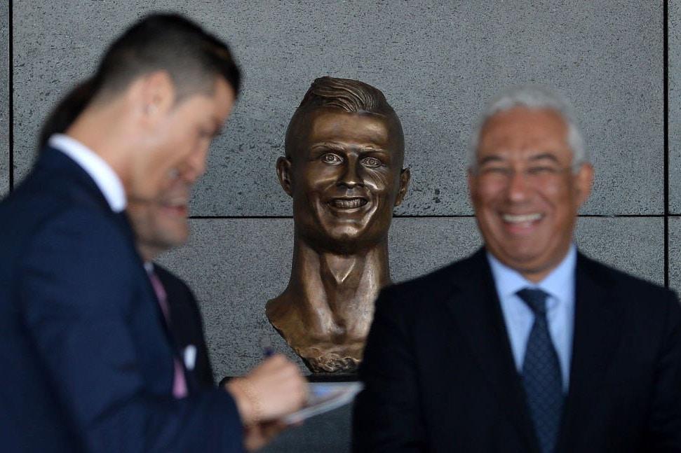 statue ronaldo