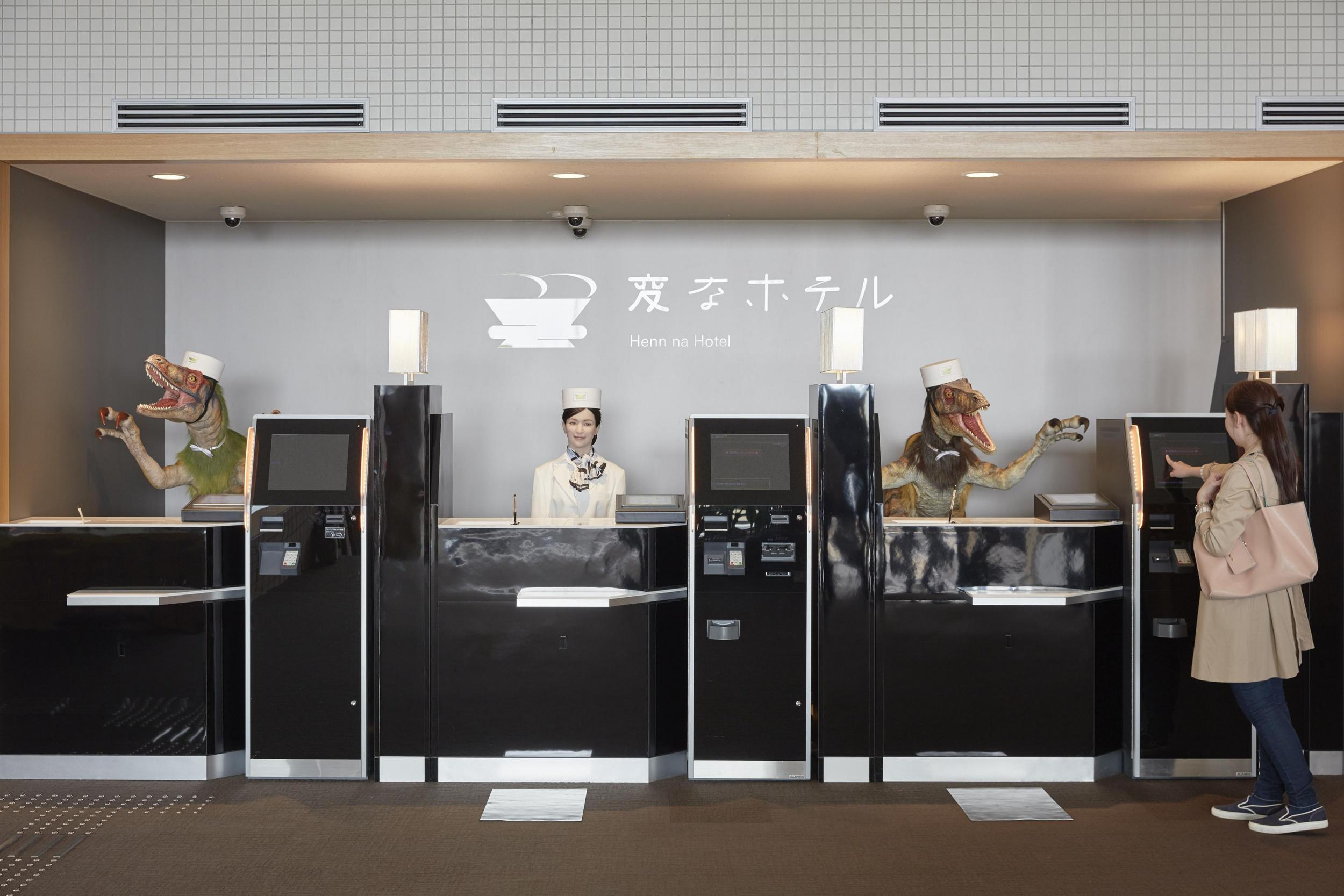 henn-na-hotel-3-robot-receptionists