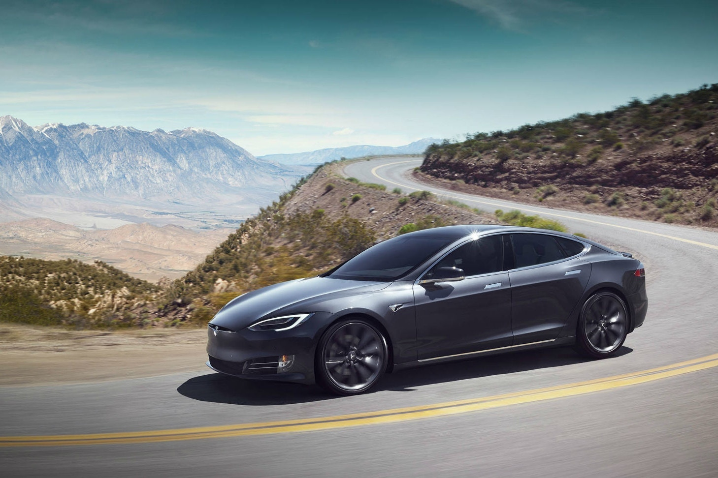 tesla-sells-damaged-cars-lawsuit-1
