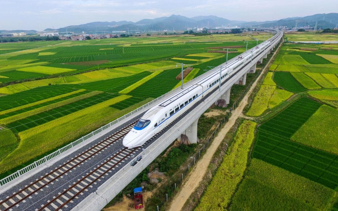chinese-high-speed-train-travelling-through-countryside-xlarge