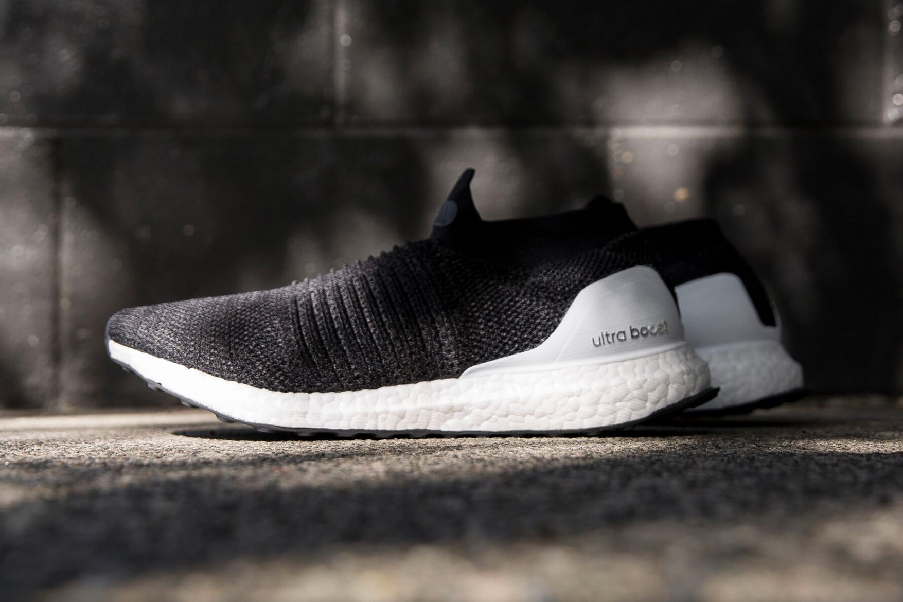 adidas-ultraboosts-laceless-core-black-001