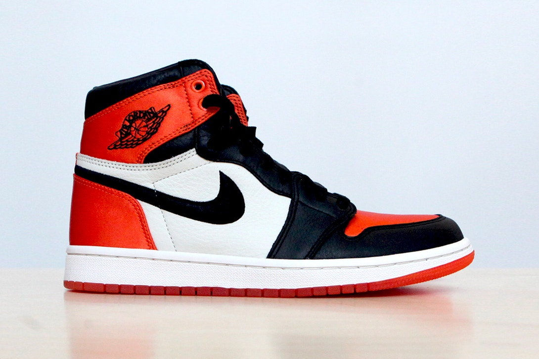air-jordan-1-satin-shattered-backboard-version-002