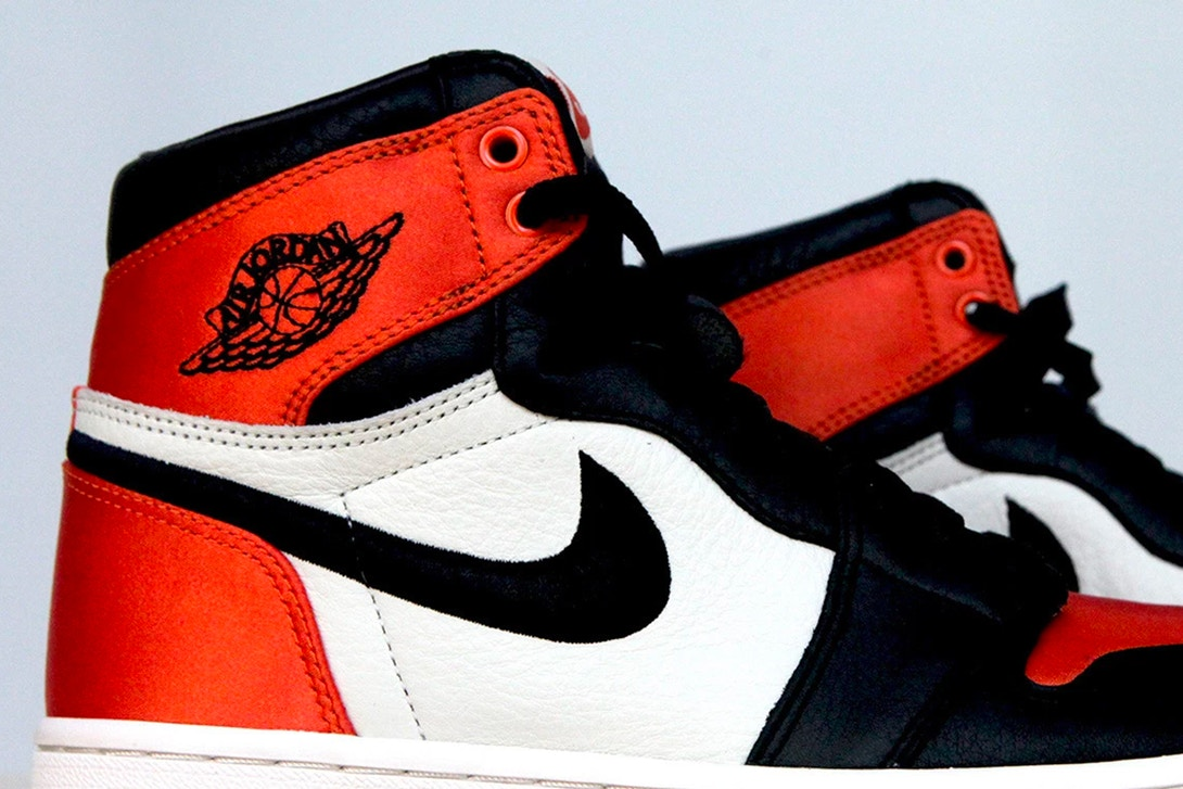 air-jordan-1-satin-shattered-backboard-version-007