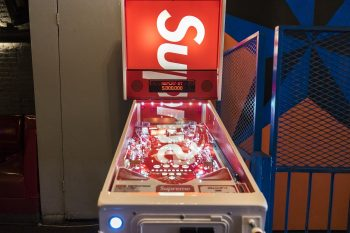 supreme-stern-pinball-machine-1