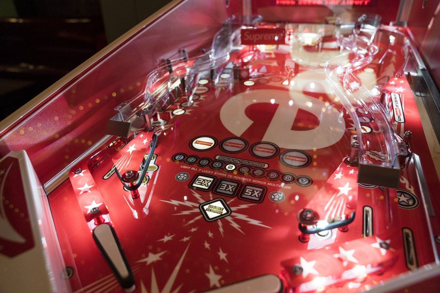 supreme-stern-pinball-machine-2
