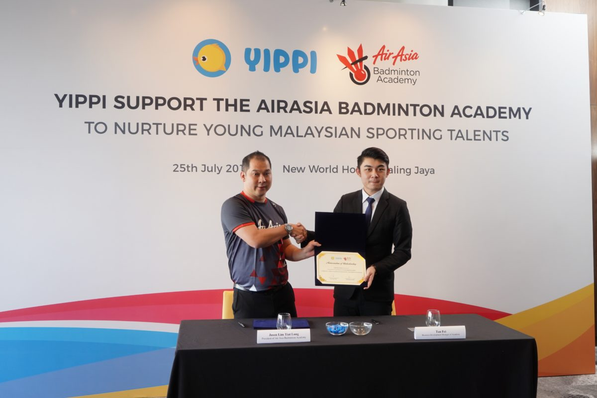 Image 1 – Image 2 – Jason Lim, President of AirAsia Badminton Academy and Tan Fai, Business Development Manager, Toga Limited during the signing ceremony