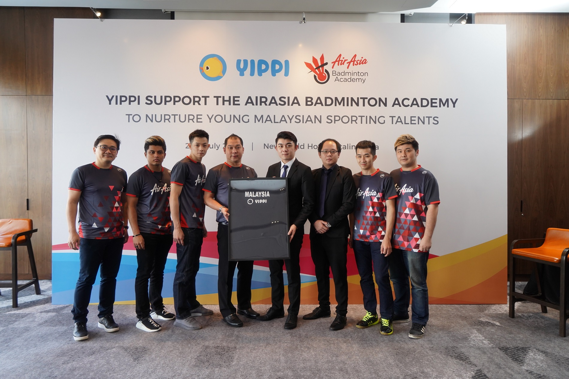 Image 3 – (Forth and fifth from left) Jason Lim, President of AirAsia Badminton Academy and Tan Fei, Business Development Manager of Toga Limited together with several of the national badminton players new 3