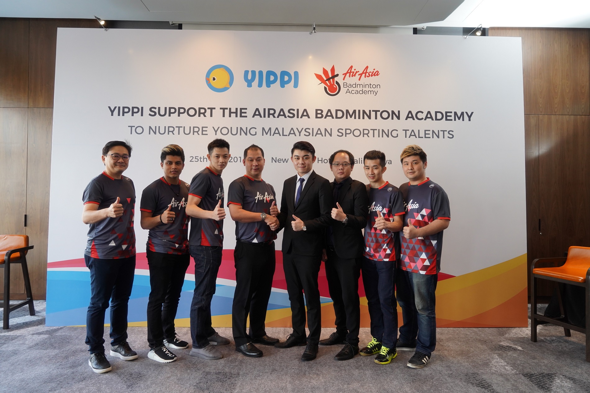 Image 4 – (Forth and fifth from left) Jason Lim, President of AirAsia Badminton Academy and Tan Fei, Business Development Manager of Toga Limited together with several of the national badminton players new 4