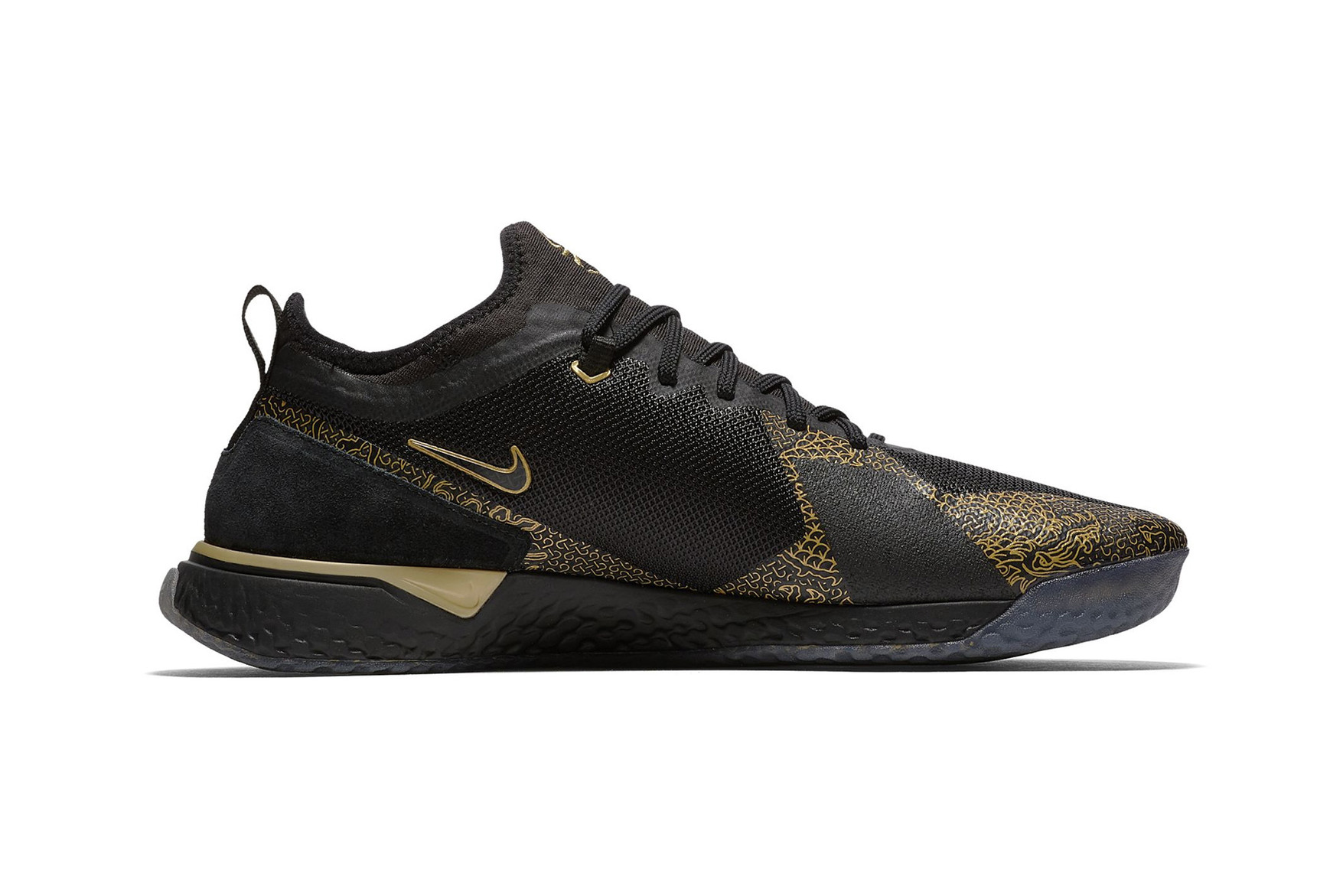 christiano-ronaldo-nike-fc-cr7-black-metallic-gold-03