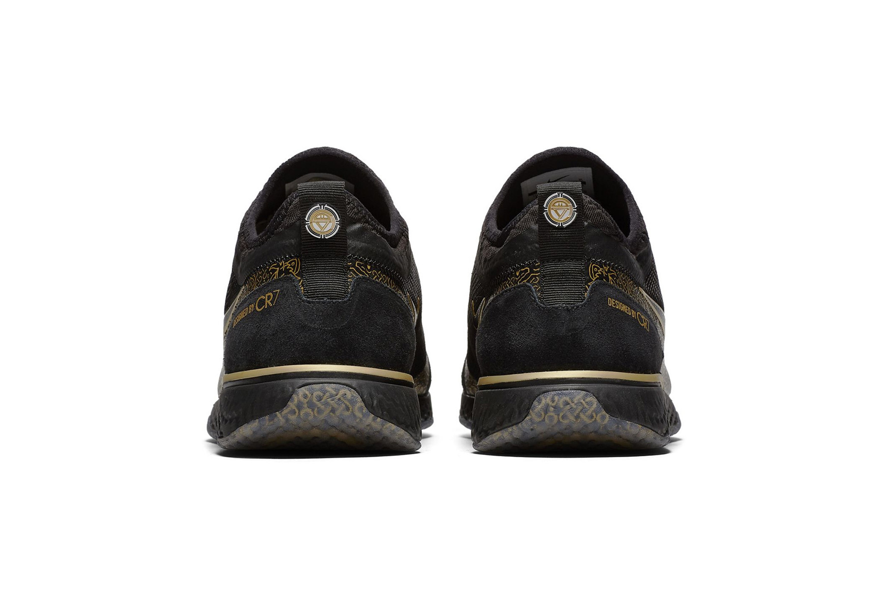 christiano-ronaldo-nike-fc-cr7-black-metallic-gold-04