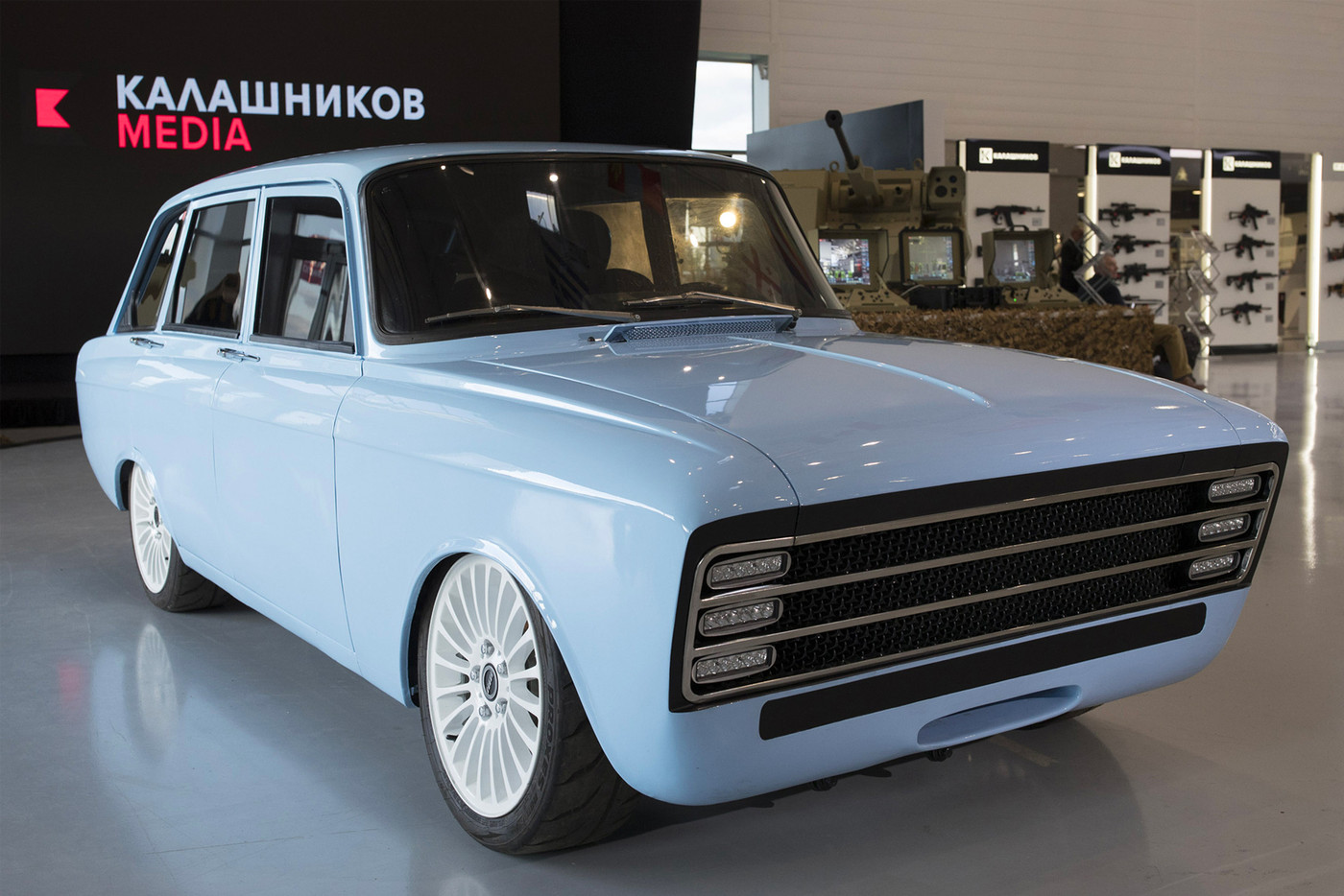 https_hypebeast.comimage201808kalashnikov-electric-supercar-cv-1-prototype-izh-2125-kombi-001