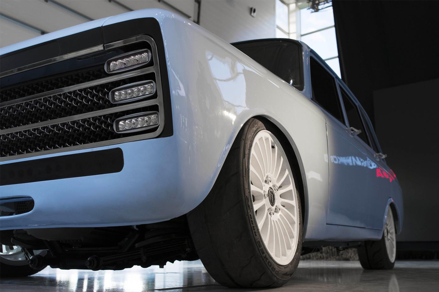https_hypebeast.comimage201808kalashnikov-electric-supercar-cv-1-prototype-izh-2125-kombi-003