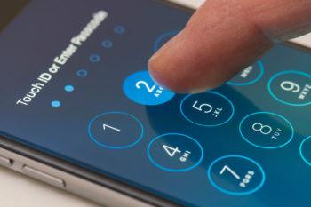Bypass-iPhone-passcode