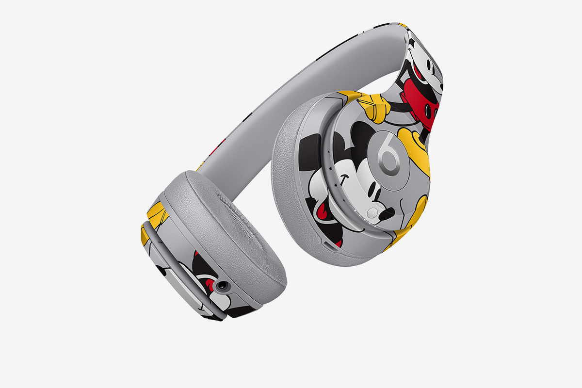 beats-by-dre-mickey-mouse-headphones-02
