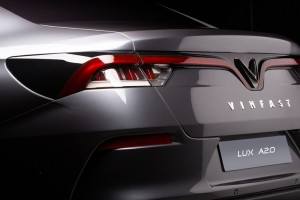 vinfast_sedan_rear_3-4_close