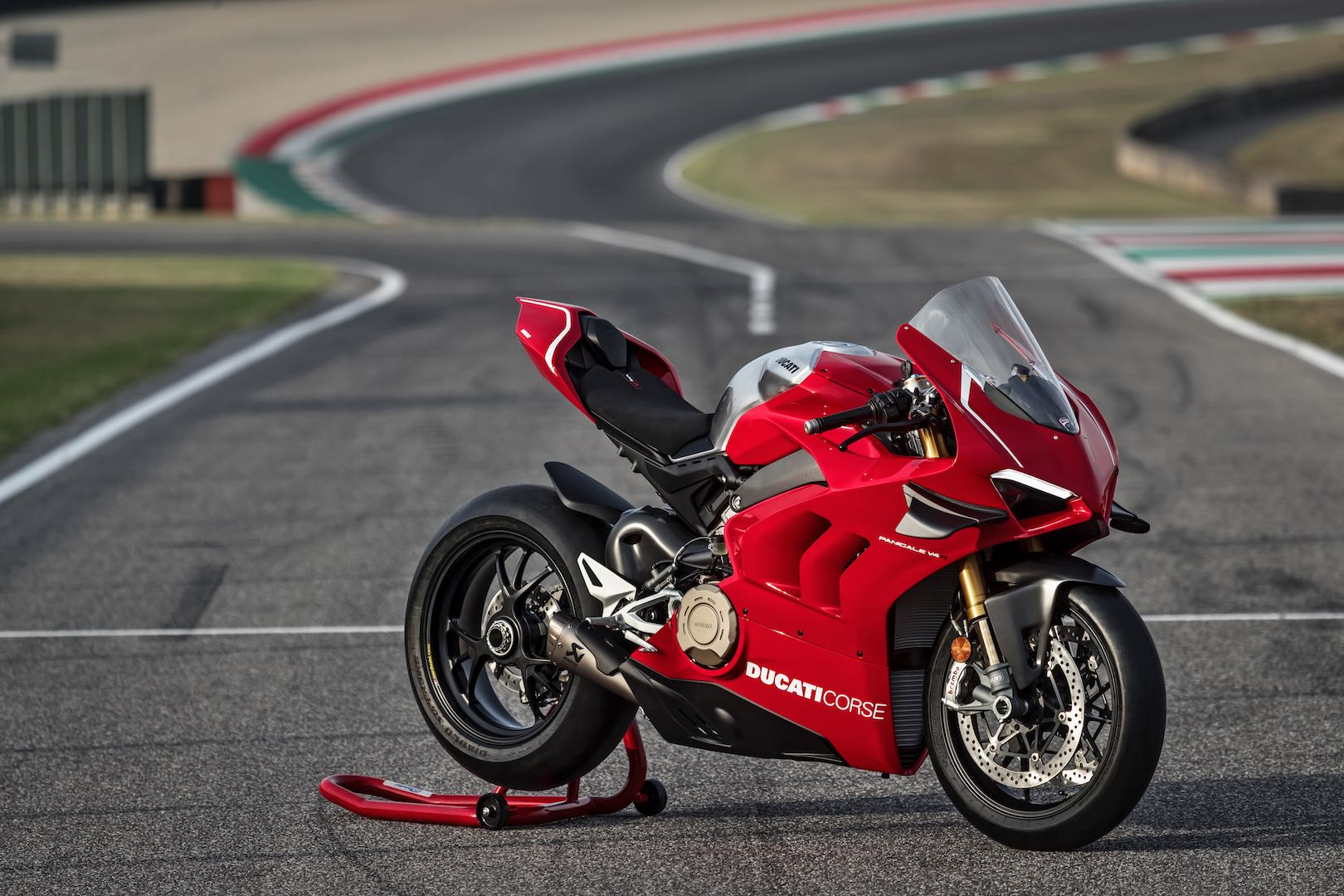 2019-ducati-panigale-v4-r-first-look-preview-7