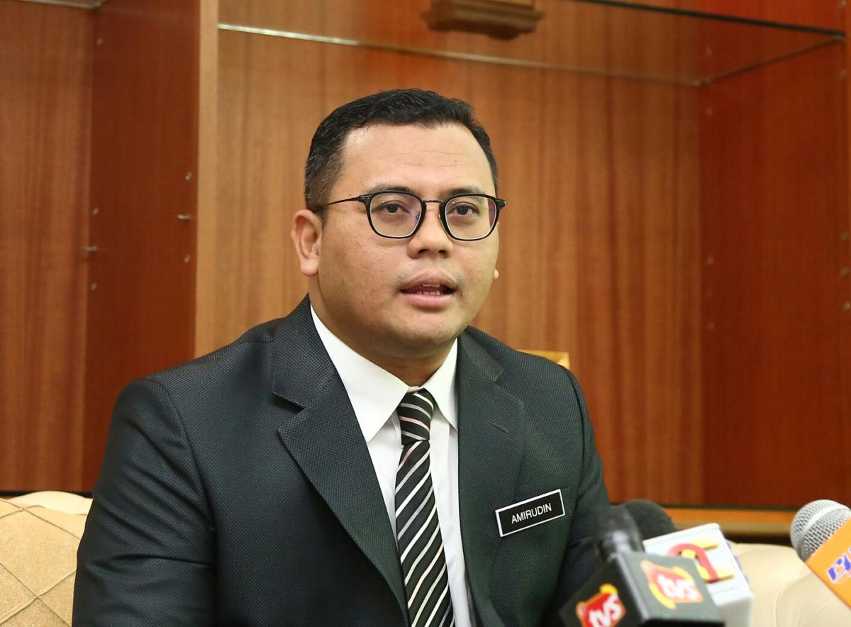 Dato-Menteri-Besar-Amirudin-Shari-1