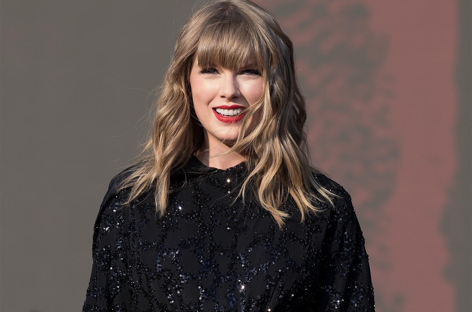Taylor-Swift-2018-may-akl-billboard-1548