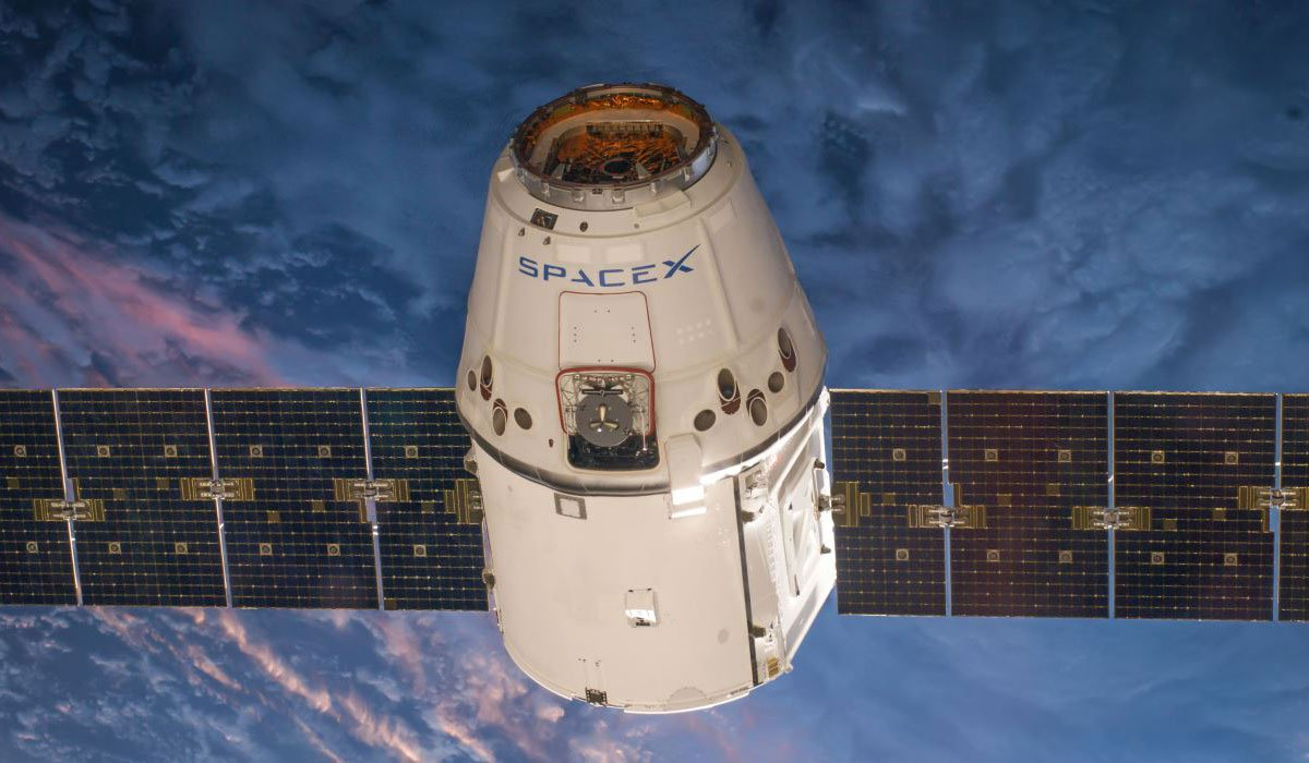 spacex-dragon-capsule-solar