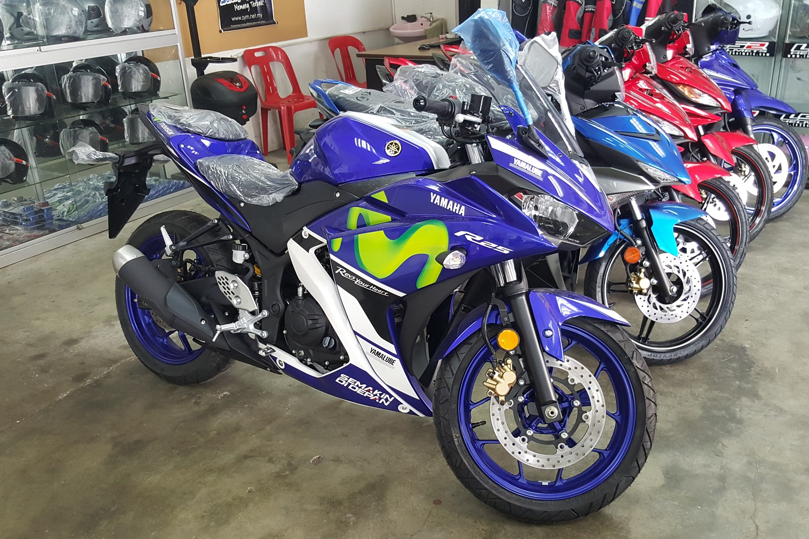 2015-Yamaha-YZF-R25-GP-Edition-001