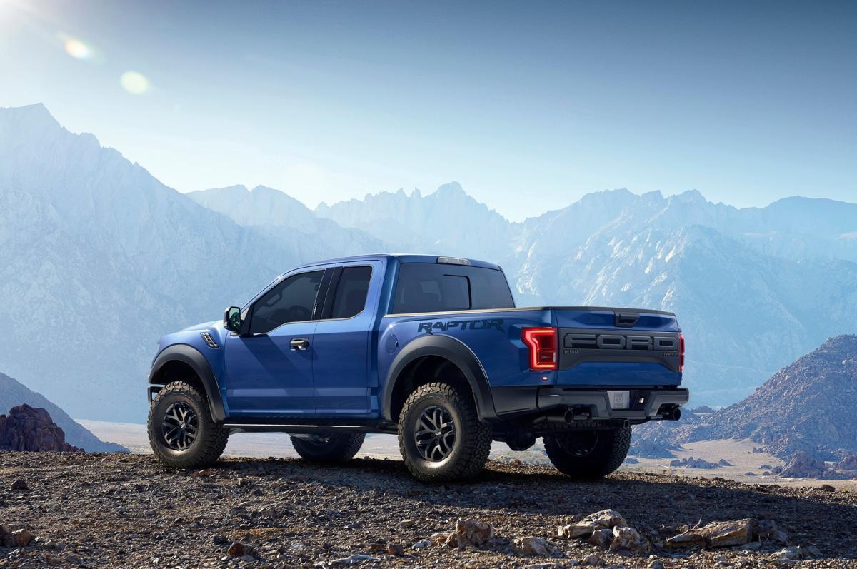 2017-Ford-F150-Raptor-rear-three-quarter