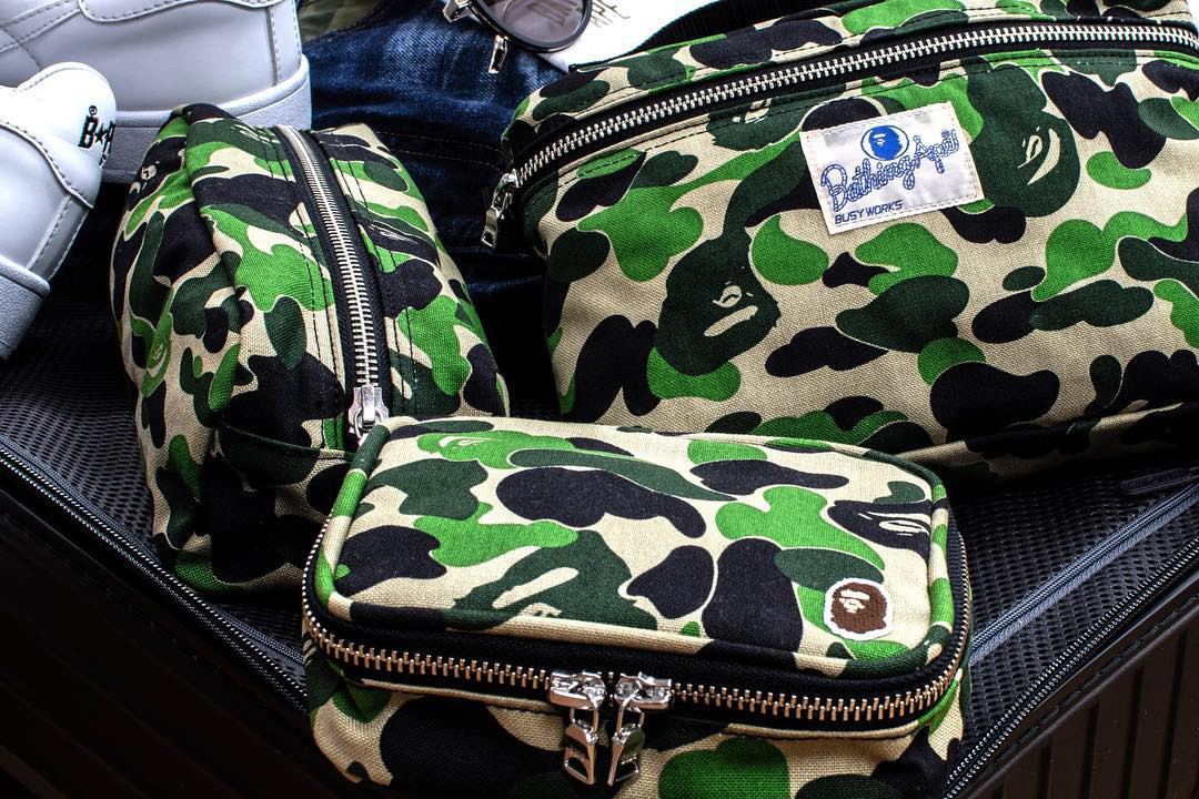 https—hypebeast.com-image-2019-01-bape-abc-pouch-flight-amenity-music-set-1