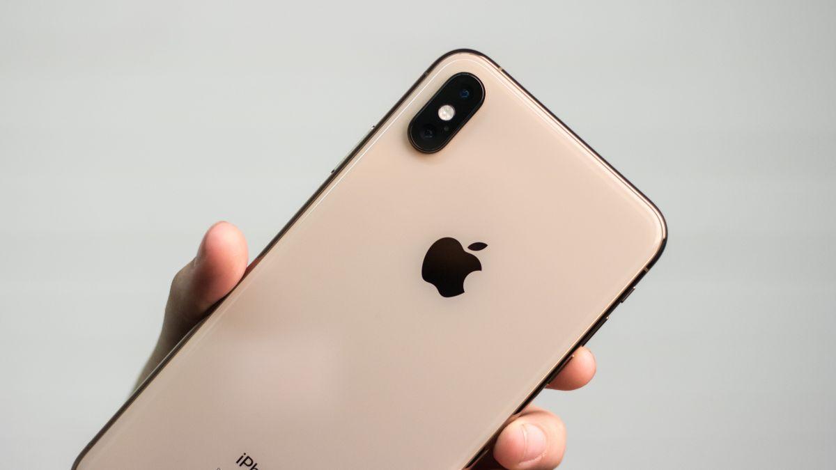 iphone_xs_max_back_camera_close_up