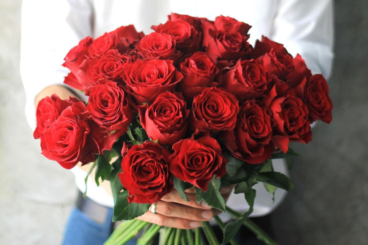 01-Why-Are-Roses-So-Popular-For-Valentines-Day-528431108_nattavutluechai