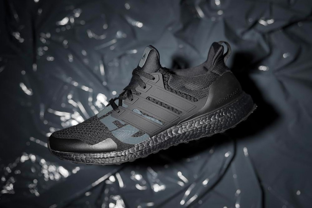 https___hypebeast.com_image_2019_03_undefeated-adidas-ultraboost-triple-black-first-look-001