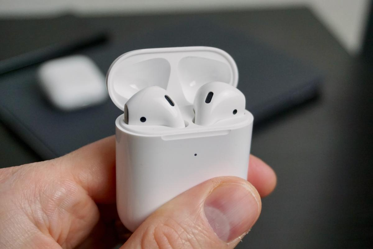 airpods-2nd-gen-04-100792368-large.3×2