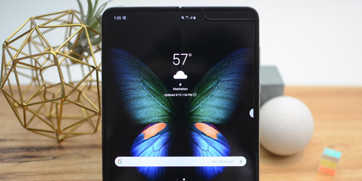 galaxy-fold-hands-on-feat-2
