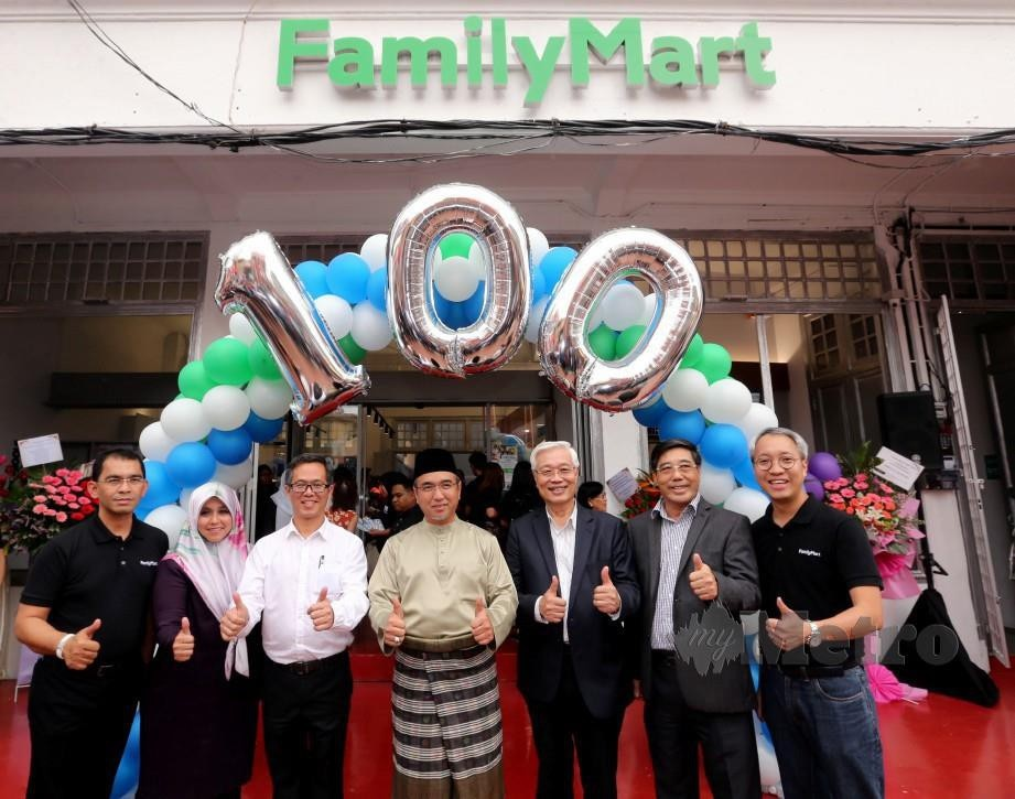 FAMILY_MART_KE-100_DI_MALAYSIA_1558112525