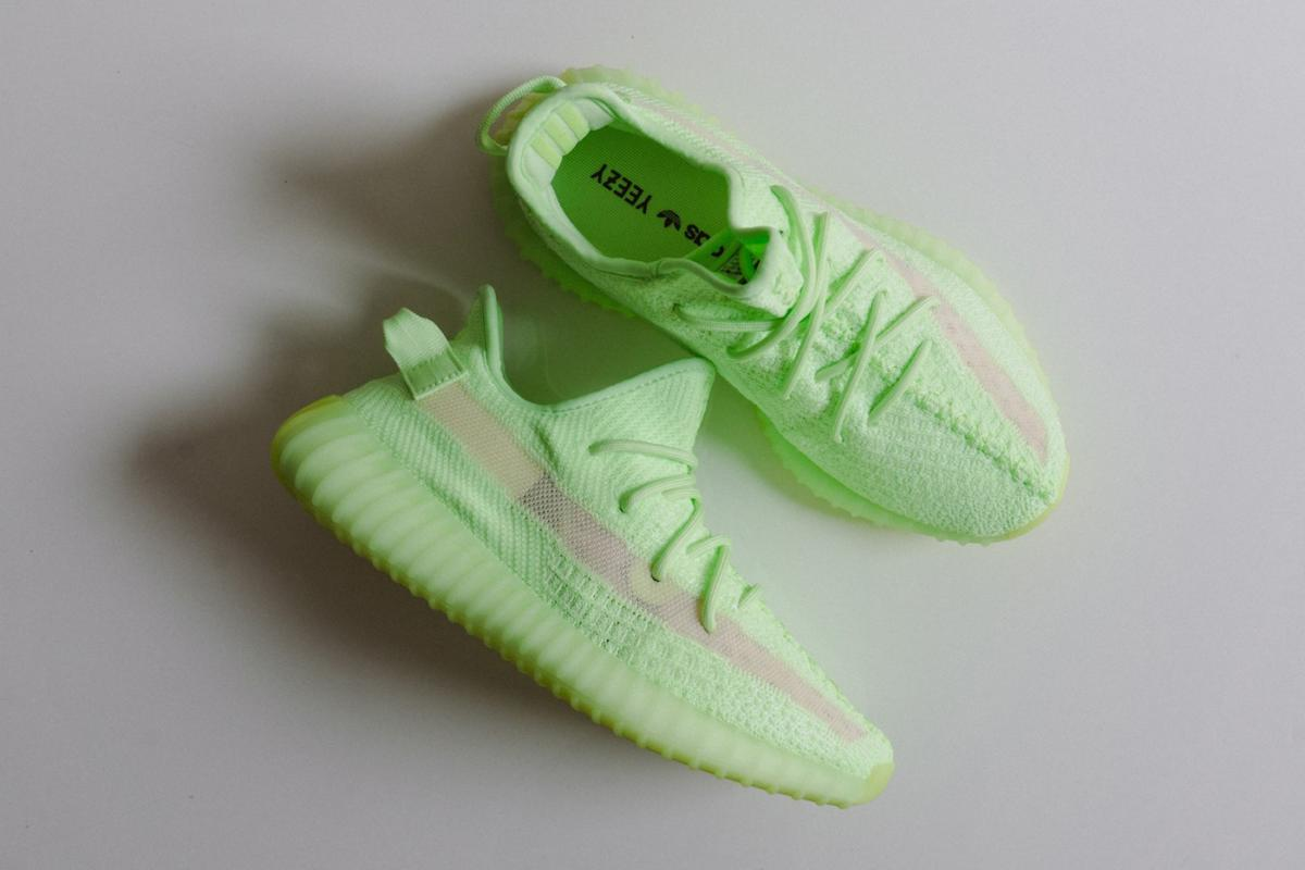 "YEEZY BOOST 350 V2 ""Glow In The Dark"" vckt"